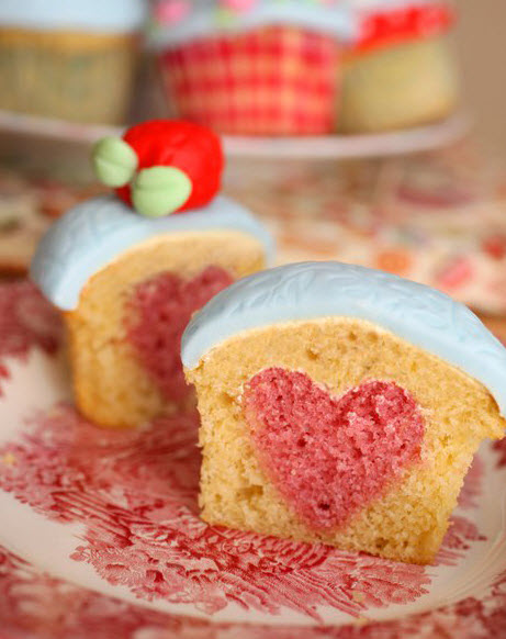 heartcupcake1 Valentines Day Treats From the Heart