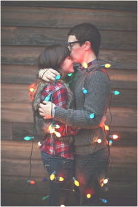 couplewithlights 200x300 Ideas For Cute & Clever Christmas Card Photos