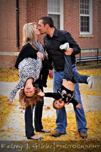 funnyfamilyphoto 200x300 Ideas For Cute & Clever Christmas Card Photos