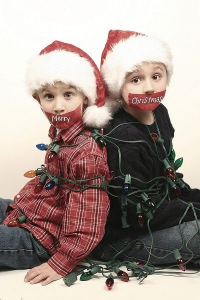 kidstiedup 200x300 Ideas For Cute & Clever Christmas Card Photos