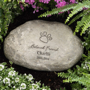 pet memorial stone1 300x300 Commemorate Your Beloved Pet with Comforting Pet Memorials